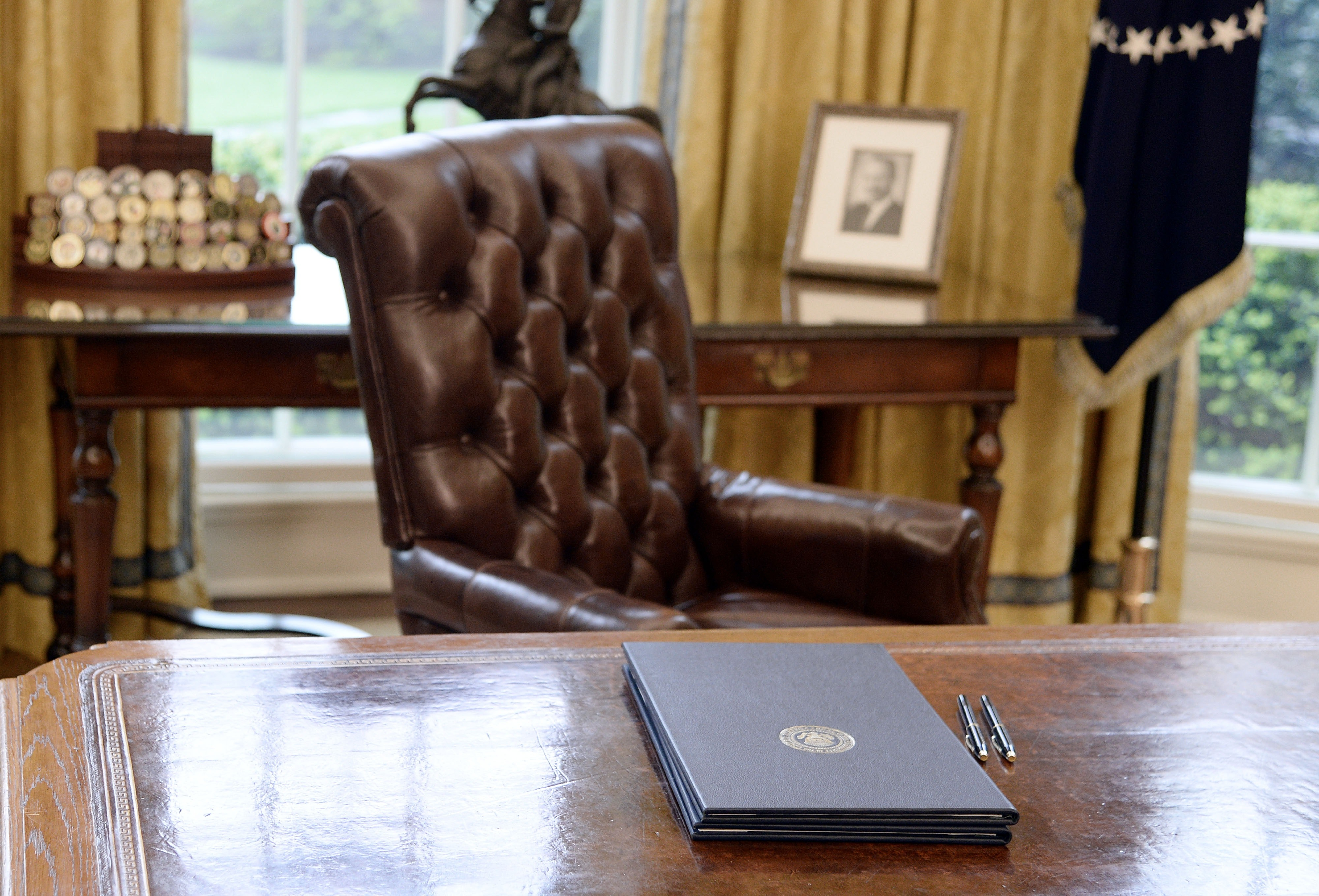 Marvelous Trumpu0027s White House Furniture Is Costing Taxpayers An Arm U0026 A Leg