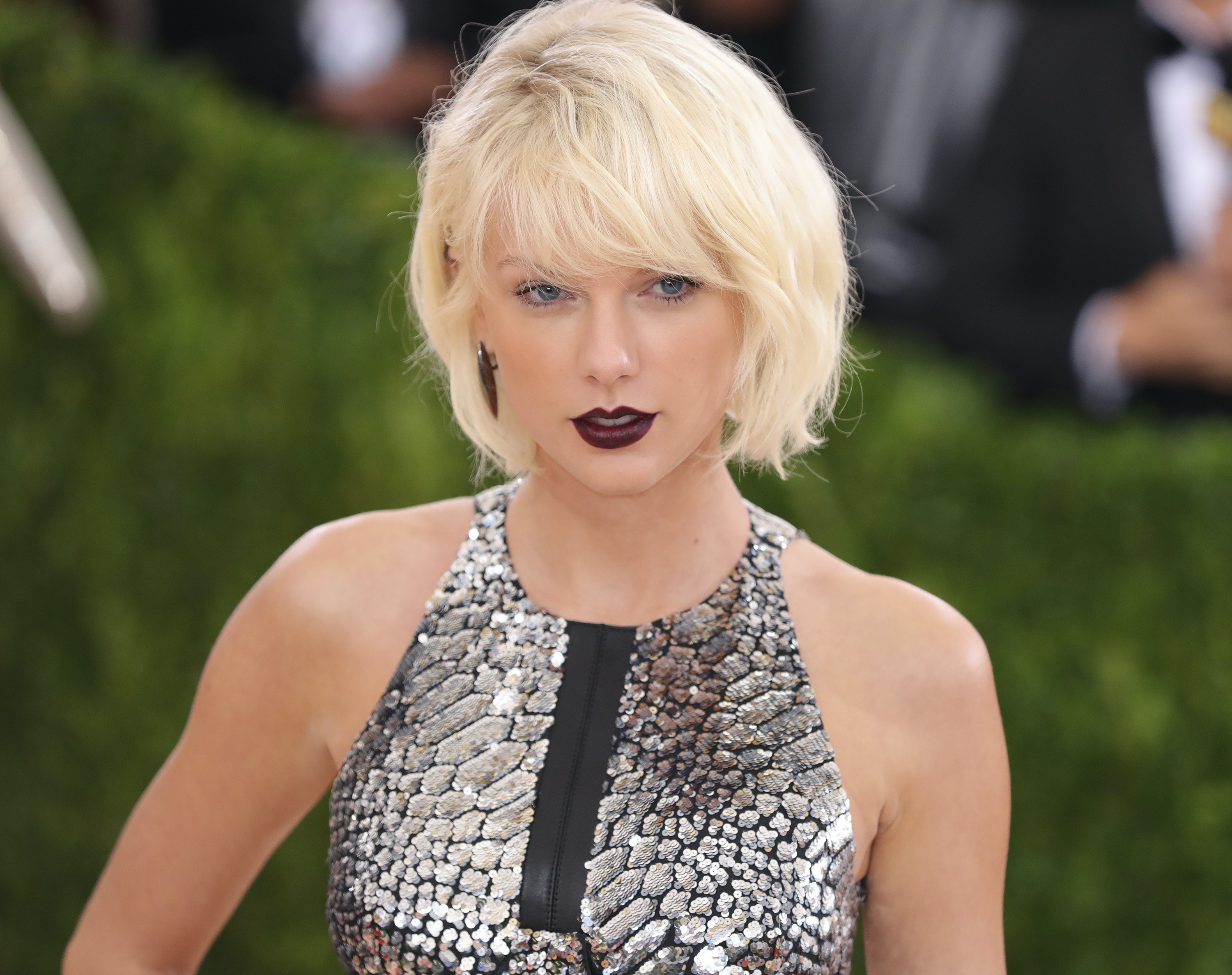 The 9 Craziest Taylor Swift Theories That You Need To Read
