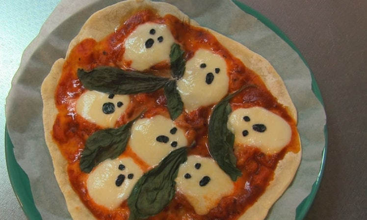8 Halloween Pizzas That Pair Perfectly With Your Friday Wine Night