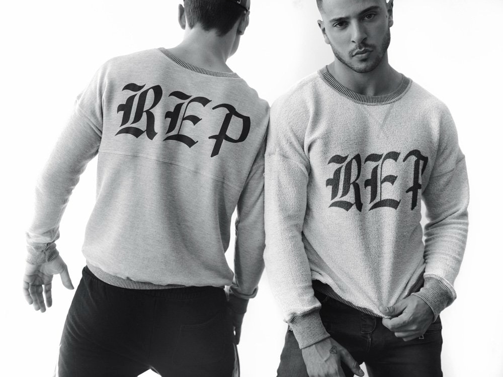 50d1d1aa Taylor Swift's Backwards 'Reputation' Sweater Pokes Fun At One Of Her  Fashion Faux Pas