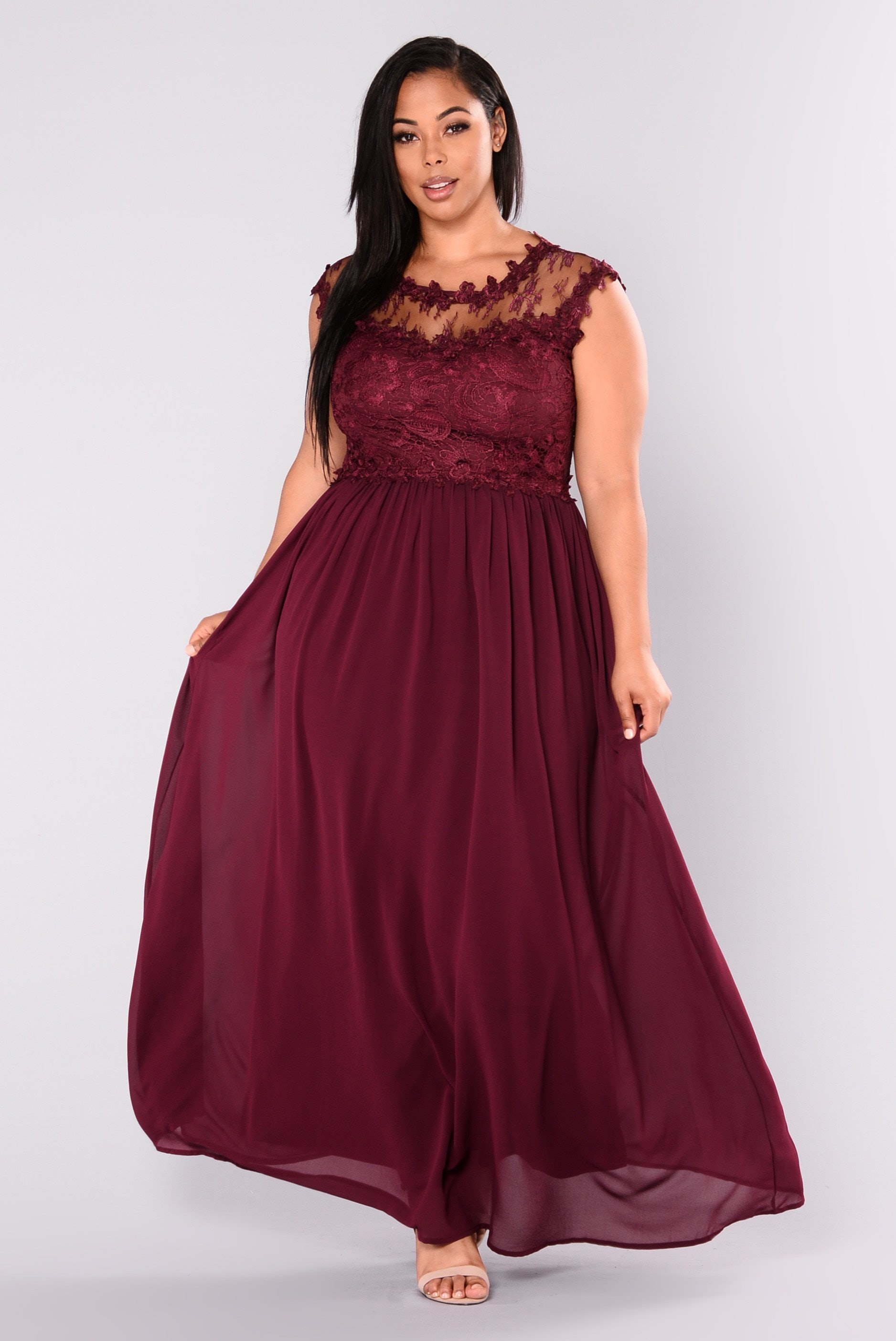 a32b5957485 57 Plus-Size Holiday Dresses That Will Make You Look Forward To Seeing Your  Family