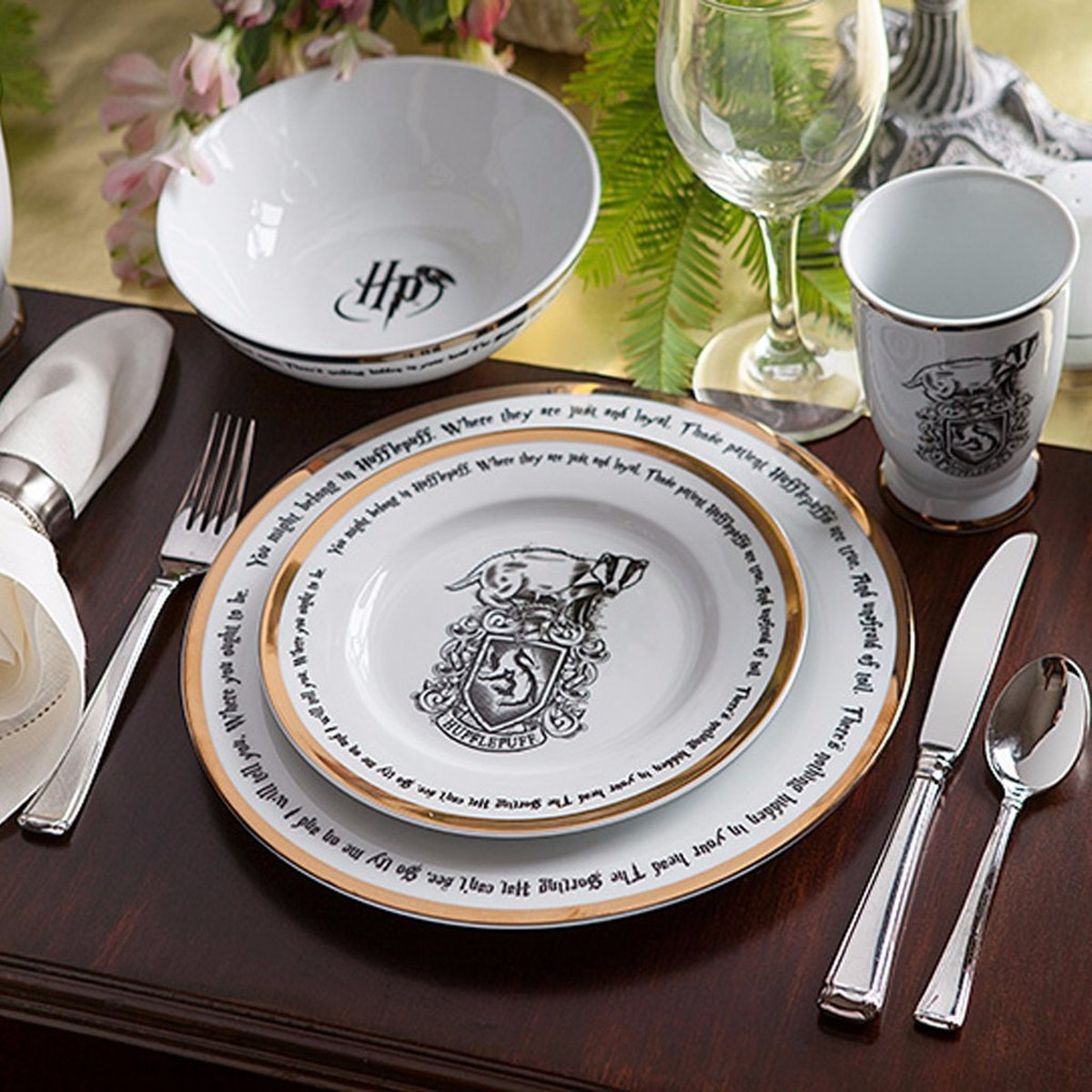 This Harry Potter Dining Set Means You Can Throw Dinner