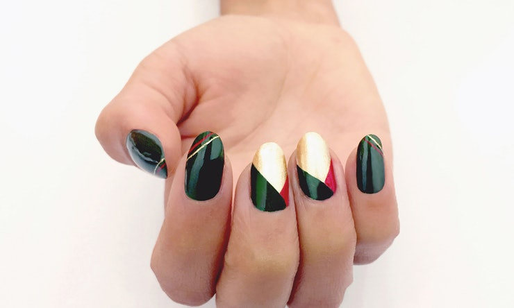7 holiday nail art looks that are chic not cheesy prinsesfo Image collections
