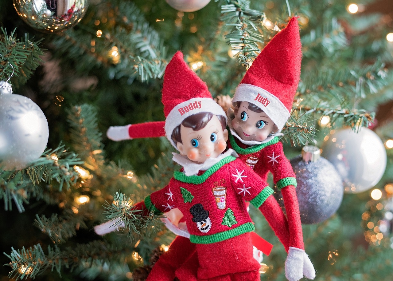 1a6cf179 9ae0 4287 9e6e f8f09847aec0 elf on a shelf 2705858_1280?w=700&h=394&fit=crop&crop=faces&auto=format&q=70 how did the elf on the shelf meme get started? someone deserves a