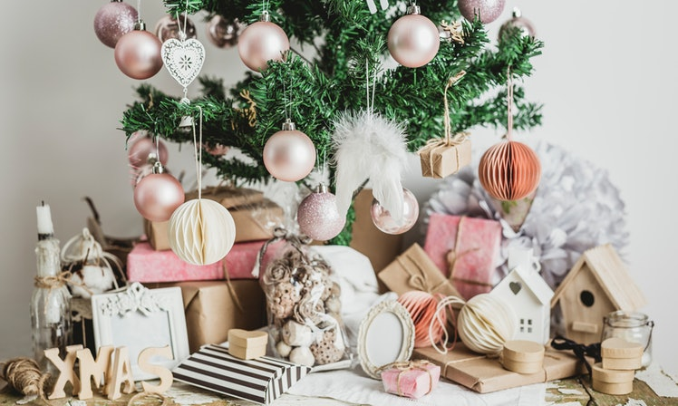6 rose gold christmas decorations you 39 ll be totally for B q christmas decorations