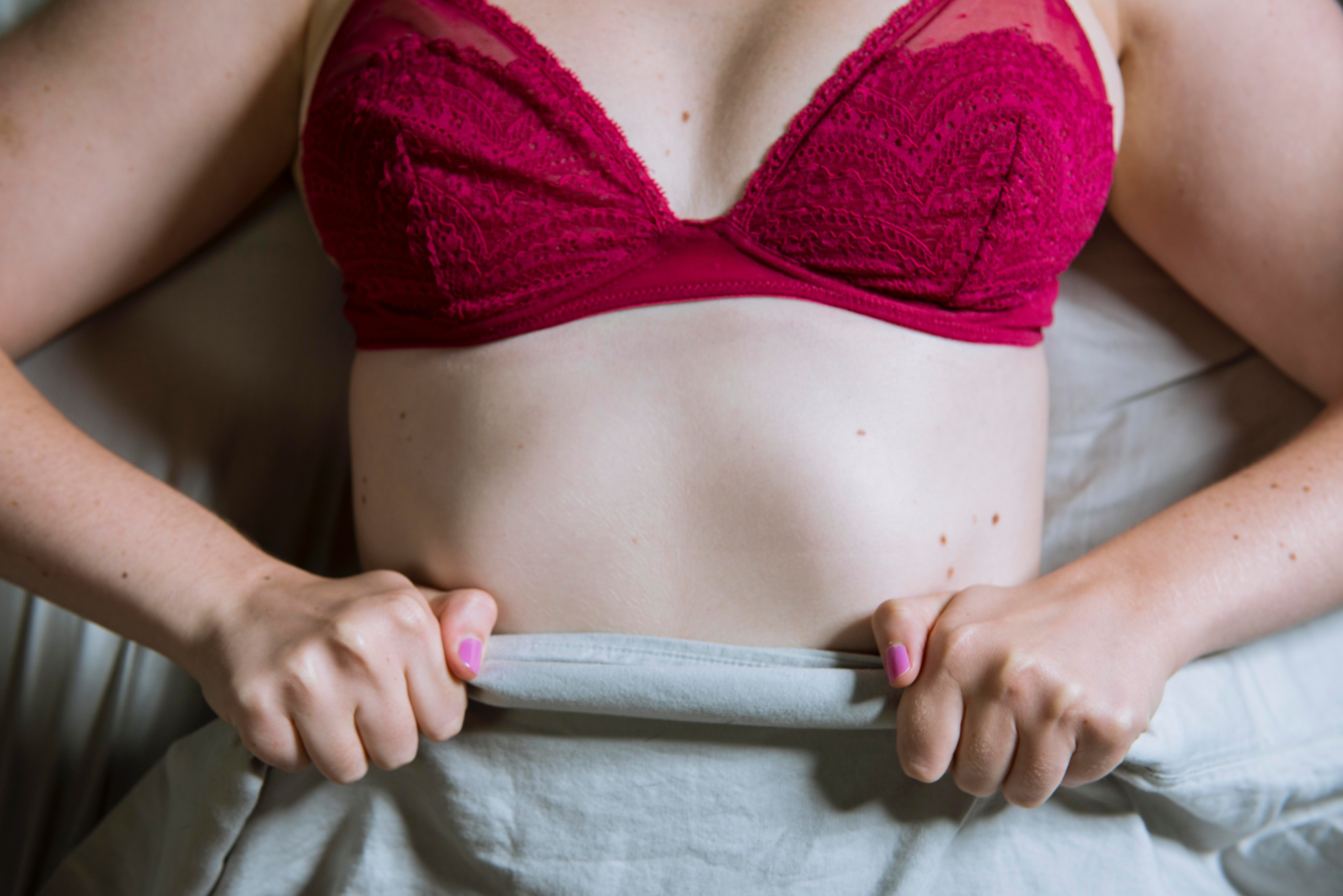 098af4efa 15 Interesting Physical Signs You re Wearing The Wrong Bra