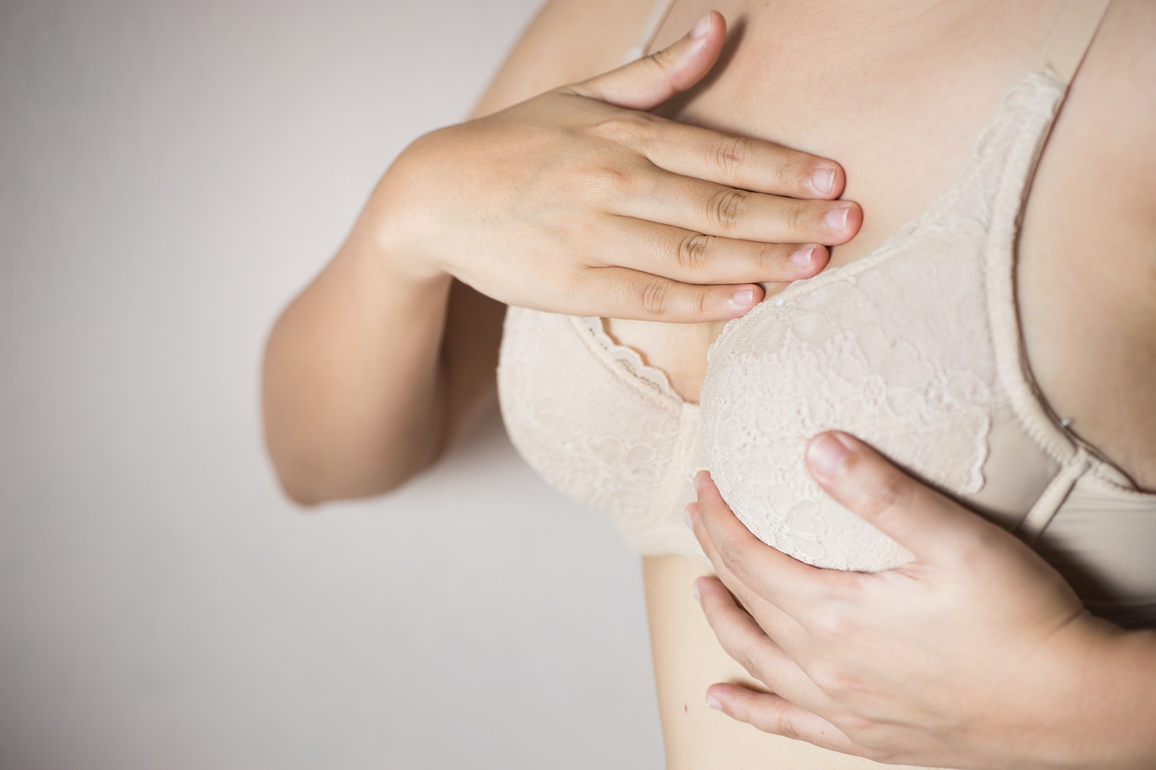 15 Interesting Physical Signs You're Wearing The Wrong Bra