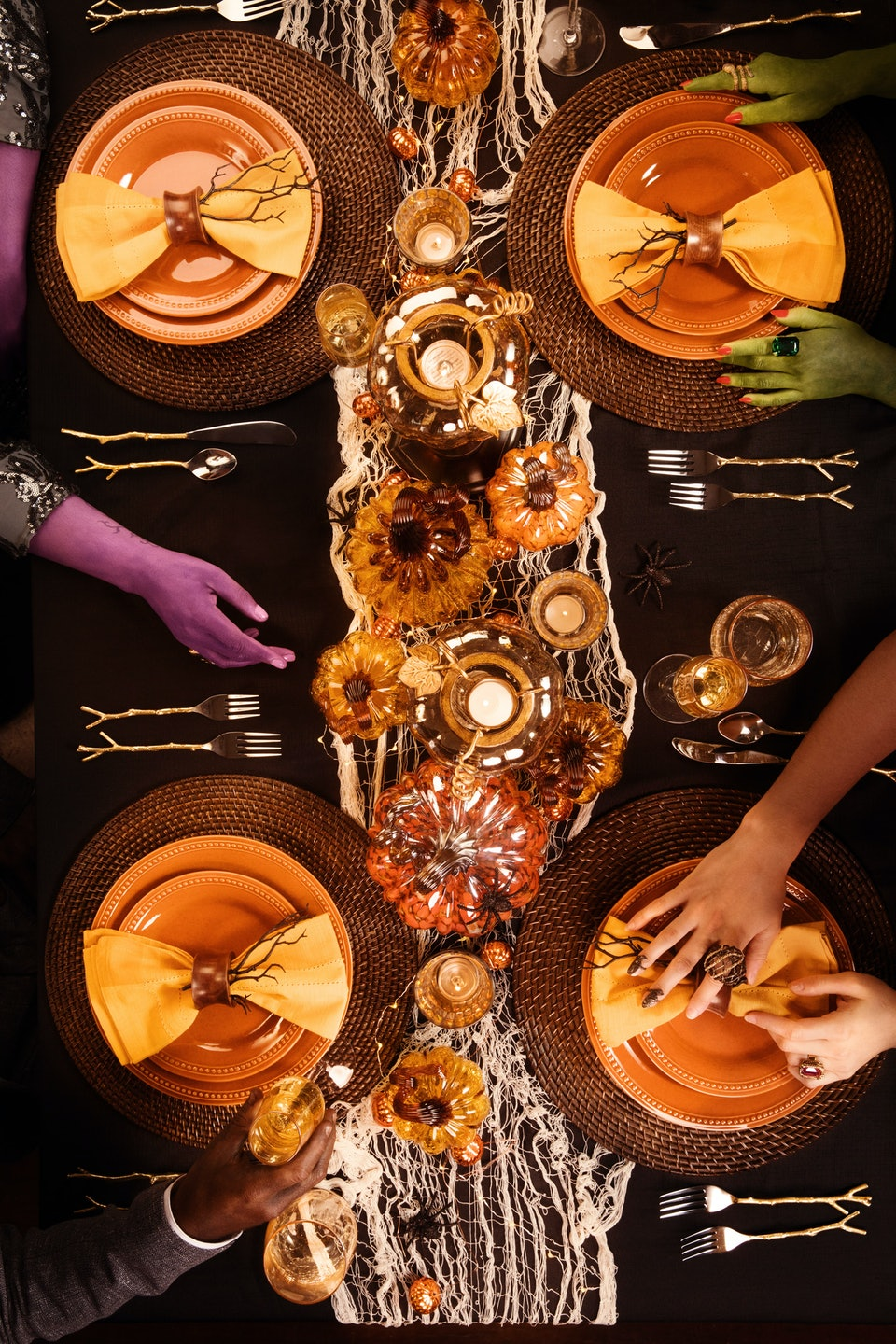 Holiday Dinner Party Decor Any Non-Decorator Can Master
