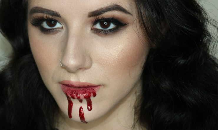 How To Make Fake Blood With Makeup & Save Yourself A Trip To The ...