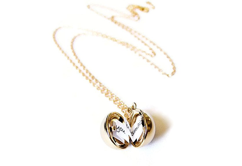 4deef7a665 9 Meaningful Necklaces For Your Girlfriend