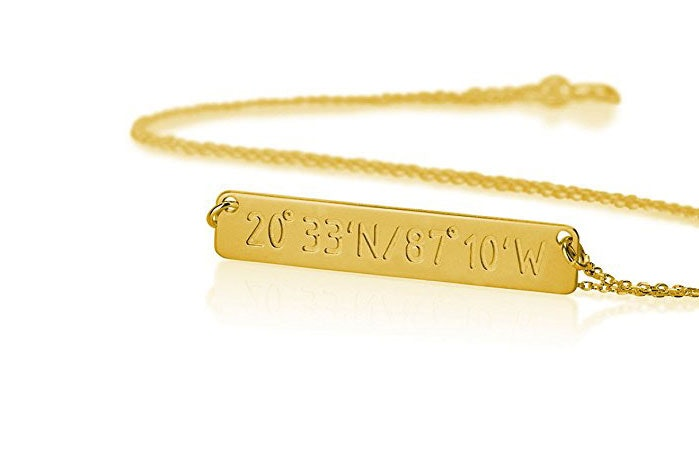 9 Meaningful Necklaces For Your Girlfriend