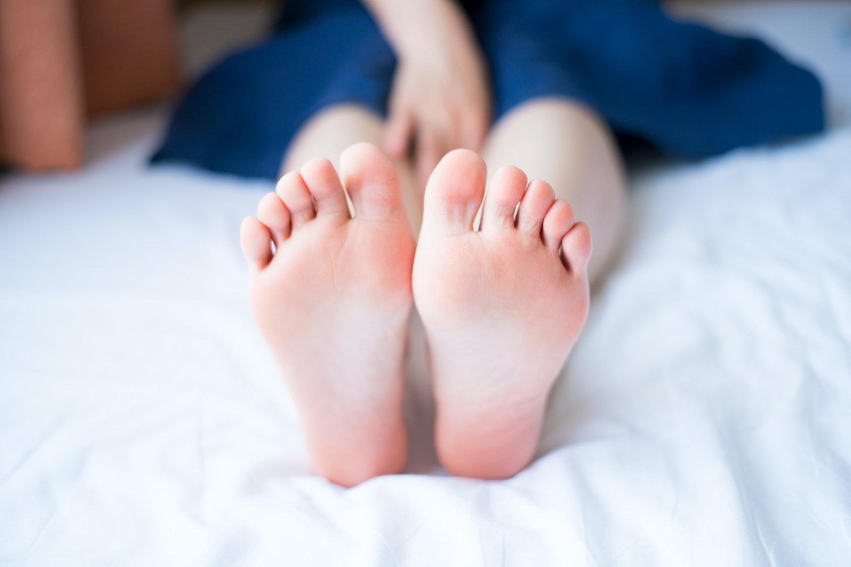 how to crack bones in your foot