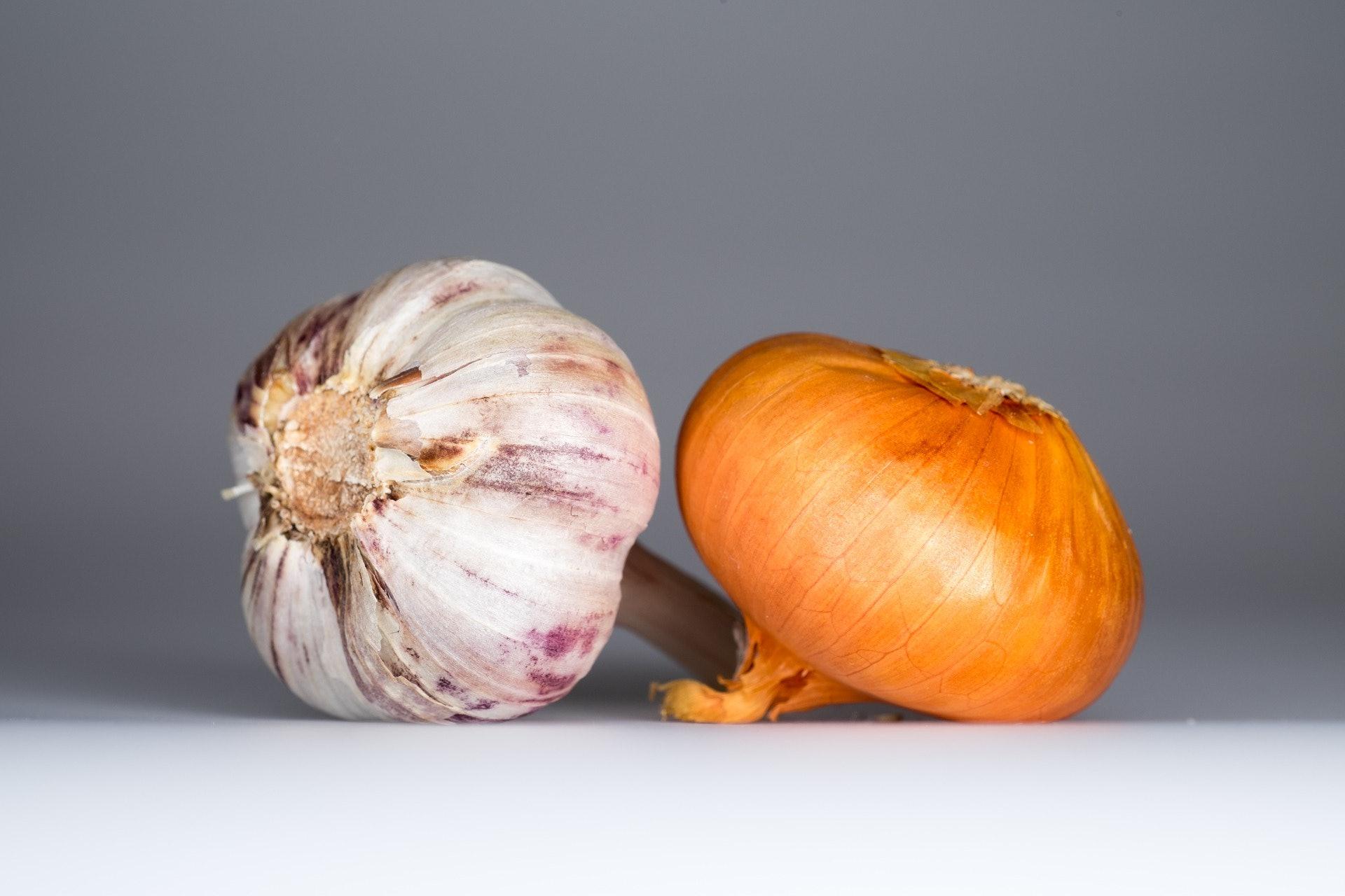 Garlic Has Major Health Benefits, Like Warding Off Acne, Grey Hair
