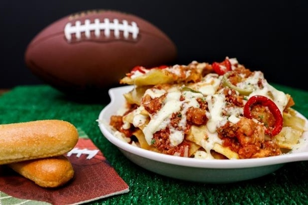 olive gardens new meatball pizza bowl debuted this week as part of its lunch duos deal - Olive Garden Lunch Duos